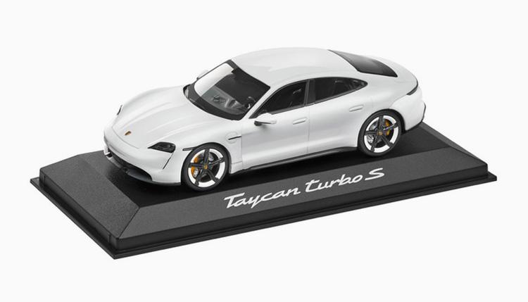 タイカン ターボ S ミニカー 白